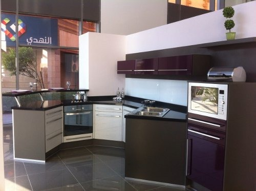 cuisine plus ouvre deux magasins en arabie saoudite france. Black Bedroom Furniture Sets. Home Design Ideas