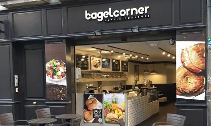 La franchise Bagel Corner ouvre un restaurant et une école de formati