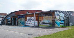 Magasin Aquilus Piscines et Spas dans la Zone Commerciale de l'Hermitage de Charmes, près d'Épinal