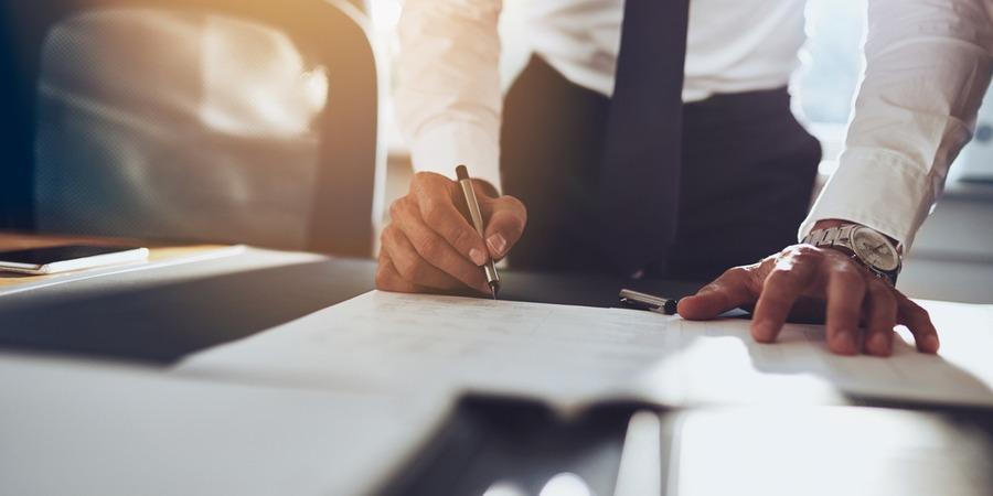 Les clauses financières du contrat de franchise (droit d'entrée et redevances)