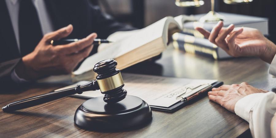Le DIP, le contrat de franchise et la loi