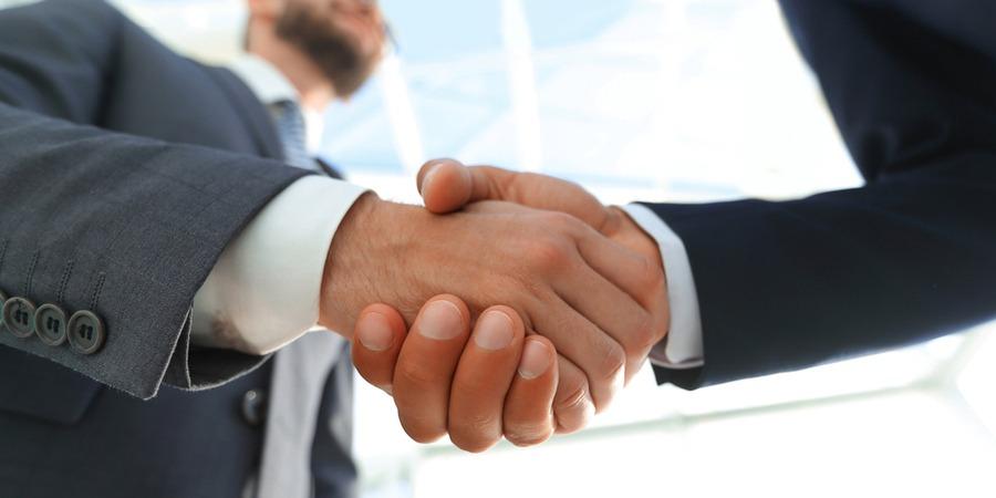 Racheter une entreprise en franchise : Étapes et risques !