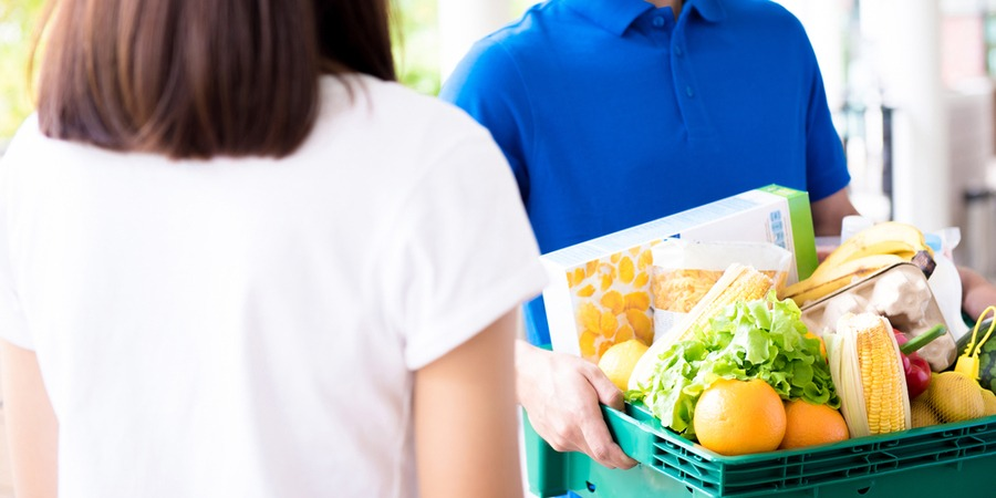 Le portage de repas à domicile : Avez-vous pensé à la franchise ?