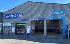 Point S ouvre une nouvelle baie S Glass à Coignières dans les Yvelines
